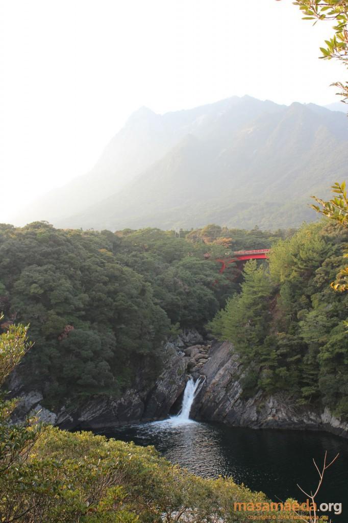 トローキの滝とモッチョム岳