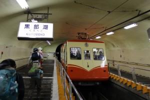 全線トンネル内の黒部ケーブルカー