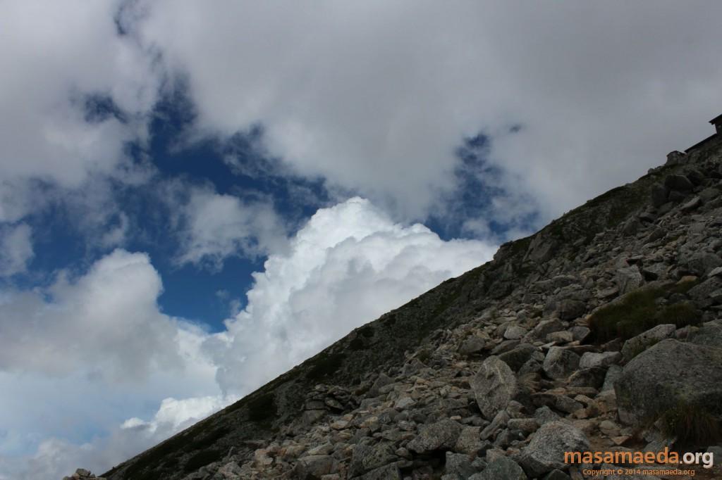 大汝山方向には巨大な白雲が