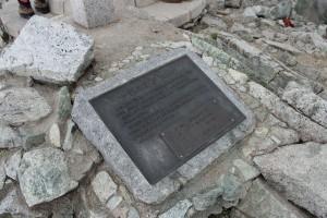 雄山頂上の一等三角点碑