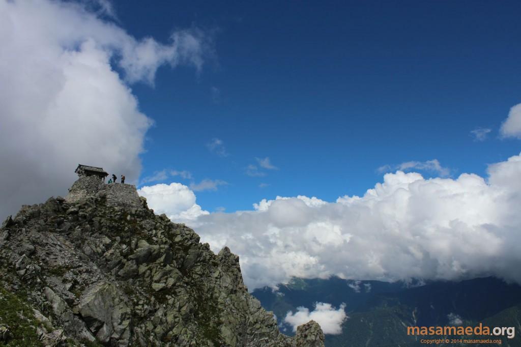 雄山神社も青空に美しく