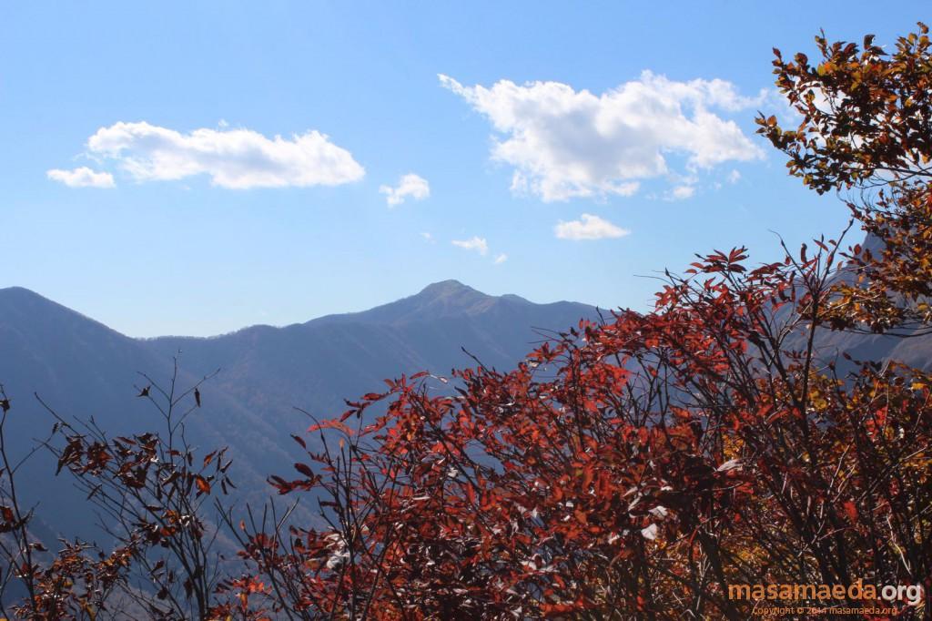 俎嵓山稜の小出俣山