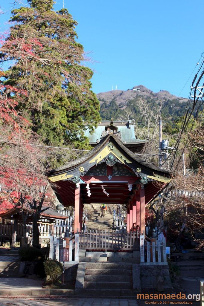 筑波山神社の背後には女体山の頂上