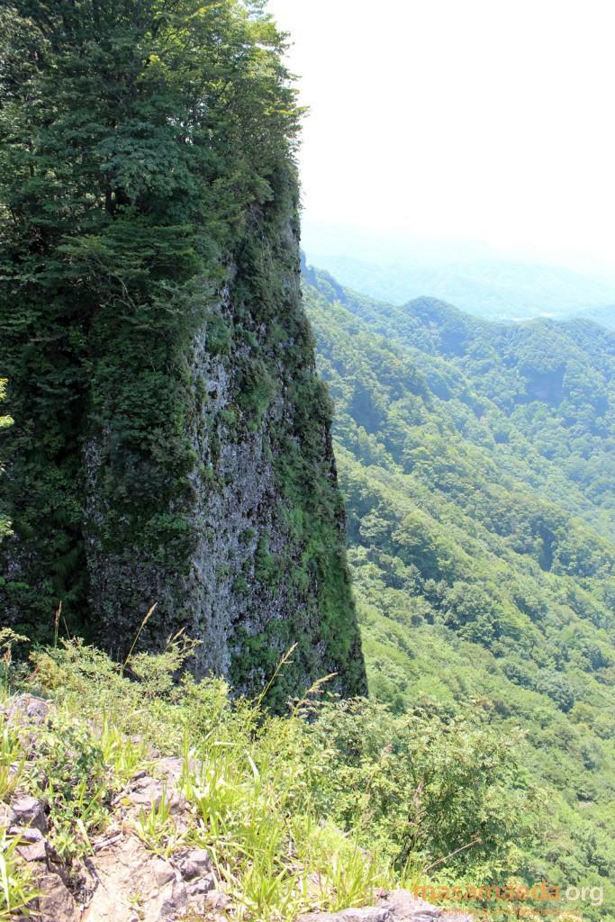 艫岩からは一気に300mの崖
