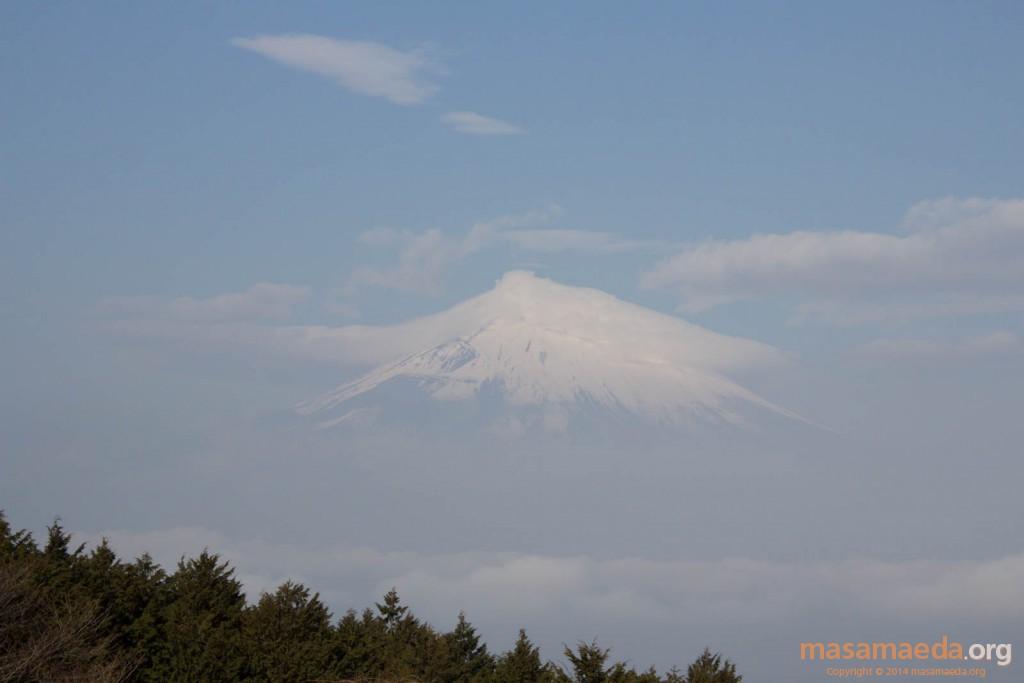 笠雲をかぶる富士山